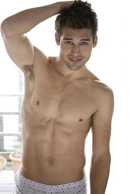 Ryan Guzman weight, height and age