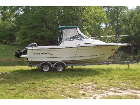 2005 Trophy Pro 2002 Walkaround powerboat for sale in Maryland