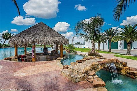 Making a splash! Oil industry CEO lists his Texas mansion