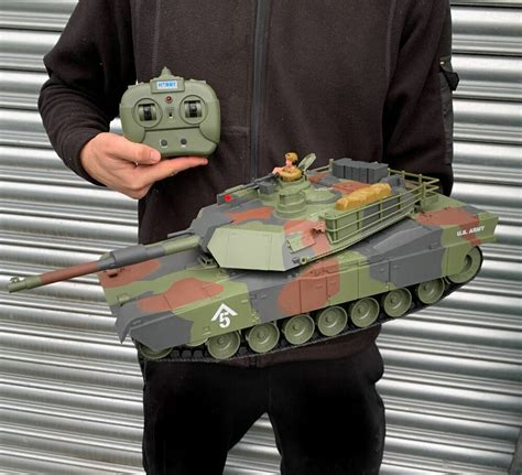 Heng Long Radio/Remote Control RC Tiger Tank 1/16th Scale