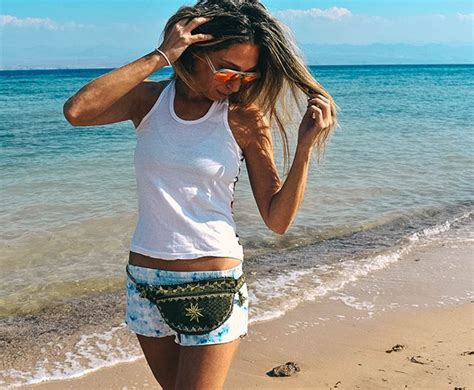 Very cool beach look with belt bag
