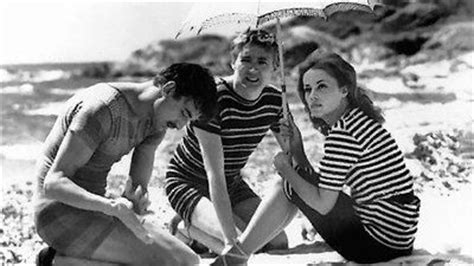 Jules and Jim Movie Review & Film Summary (1961) | Roger Ebert